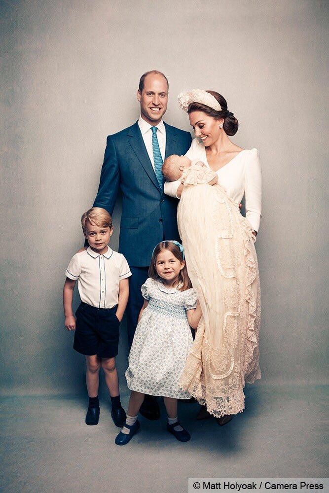 Le foto ufficiali del battesimo di Louis di Cambridge. Ci sono (quasi) tutti
