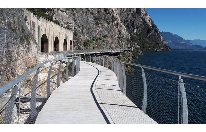 Garda by Bike: apre la pista ciclabile mozzafiato, a picco sul lago