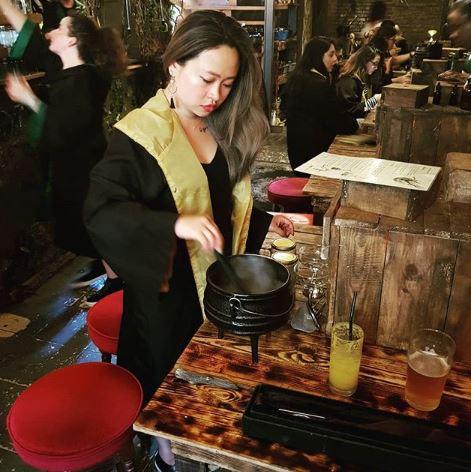 Apre il bar in stile Harry Potter: dove crei il tuo cocktail con la bacchetta
