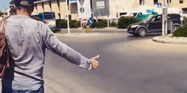 Biagio Antonacci fa autostop: non voleva perdere il traghetto