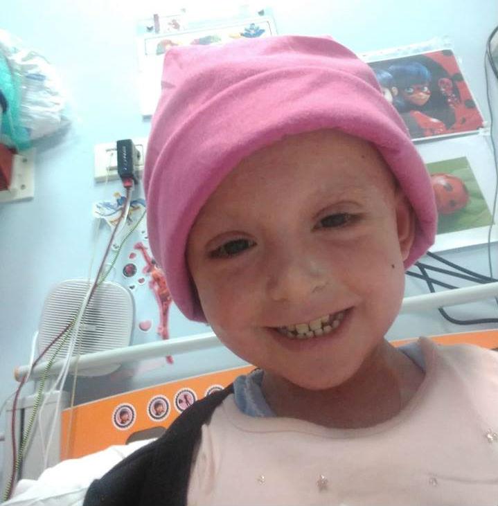 """""""Elisa ci ha lasciati"""": addio alla bimba che lottava contro una leucemia rarissima"""