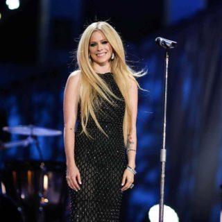 """ll ritorno di Avril Lavigne: """"Non sono una stupida bionda"""""""