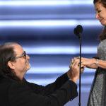 """""""Perché voglio chiamarti mia moglie"""" la proposta di matrimonio di Glenn Weiss agli Emmy"""