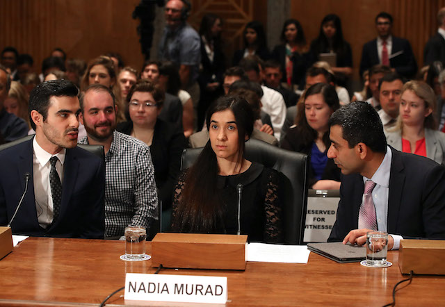 Bruciata con le sigarette e stuprata: chi è Nadia Murad, Nobel per la Pace