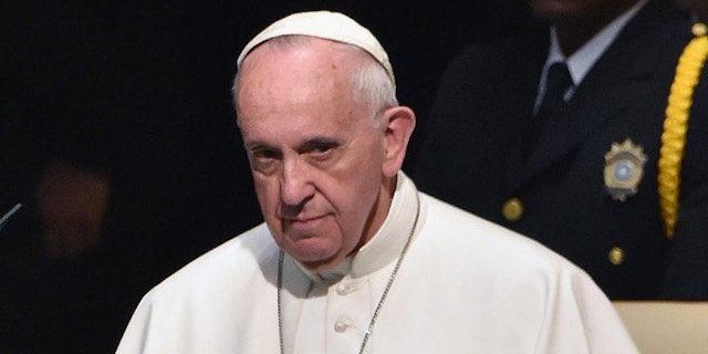 Duro attacco di Papa Francesco contro l'aborto durante la messa in Piazza San Pietro a Roma.