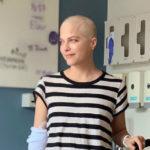 Selma Blair e la forza di mostrare, senza capelli, la sclerosi multipla