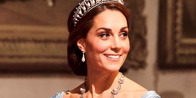 Quei dettagli da vera regina nell'outifit di Kate Middleton a Buckingham Palace