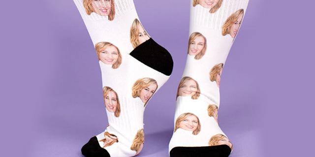 Pronta a indossare la tua migliore amica? Arrivano le calze personalizzabili