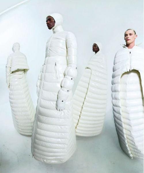La chiamano moda. Il vestito trapuntato di Moncler per l'inverno