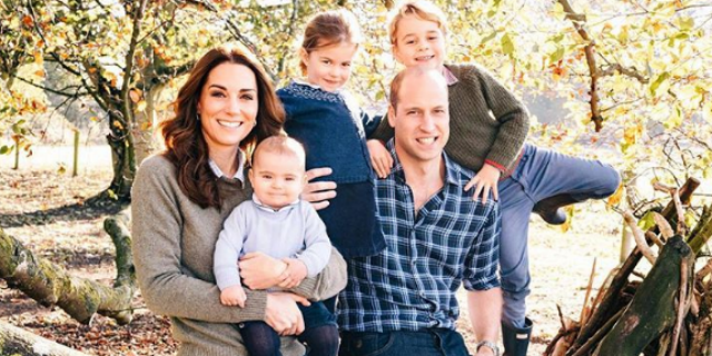 Baby George, Charlotte e Louis: tutti in posa per la cartolina di Natale