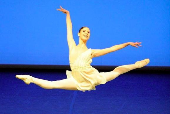 """""""Danza con me"""": tutti gli uomini e le donne che """"balleranno"""" con Roberto Bolle"""