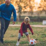 Cercasi allenatore di calcio per soli due bambini a 85mila euro all'anno