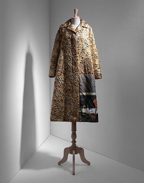 Gli abiti e gli accessori di Franca Sozzani in vendita su Yoox