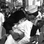 È morto George Mendonsa, chi era il marinaio del bacio più famoso del mondo