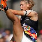 La foto di Tayla: se una donna non può dare un calcio al pallone senza essere abusata