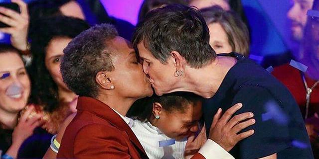 Donna, nera e lesbica: chi è Lori, la nuova sindaca di Chicago
