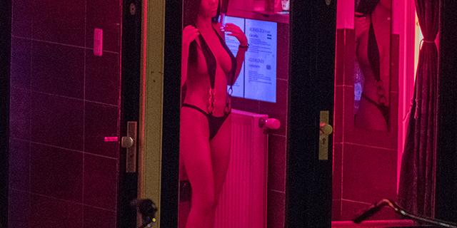 Perché ad Amsterdam i giovani vogliono rendere la prostituzione illegale