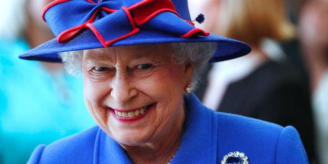 La Regina Elisabetta cerca un social media manager: come candidarsi