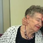 Il bacio tra Jeanine e Kara, divisi dalla guerra, si ritrovano dopo 75 anni