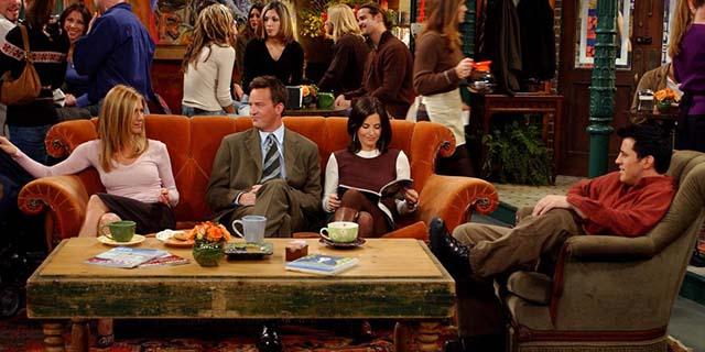 Il divano di Friends farà un tour mondiale (con 2 tappe anche in Italia)