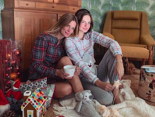 Chi è Stella Bossari, la figlia di Daniele e Filippa Lagerback, ora al lavoro con mamma