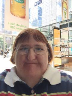 """""""Sei troppo brutta per i selfie"""": la risposta della blogger disabile Melissa Blake"""