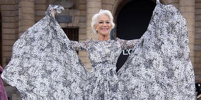 La bellezza non ha età: da Helen Mirren, 74 anni, alle altre che sfilano a Parigi