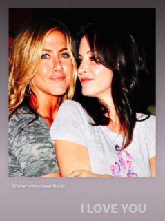 La foto di Jennifer Aniston è perfetta, ma lei posta quella del retroscena