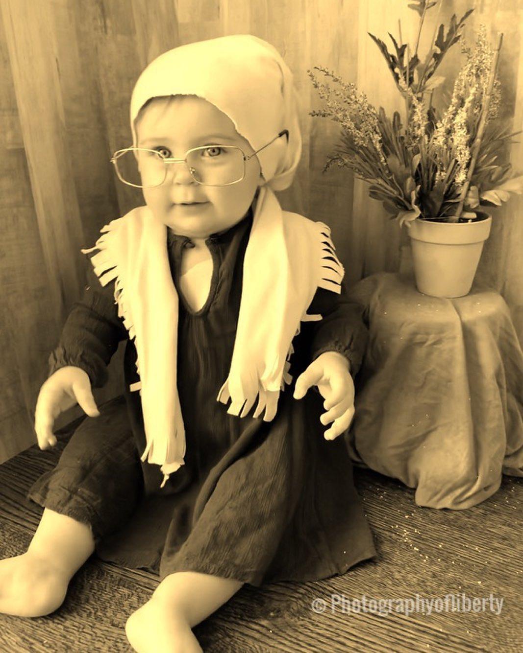 17 trasformazioni di Liberty, la bimba di 3 mesi che veste i panni di donne famose