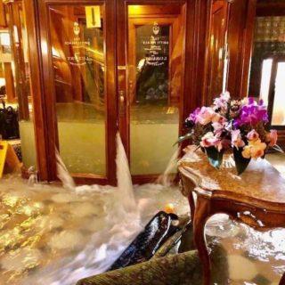 Venezia annega: 20 immagini dai social