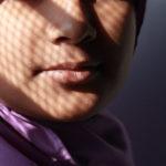 Mina, 7 anni, salvata dalla madre, e lo stupro organizzato delle spose bambine