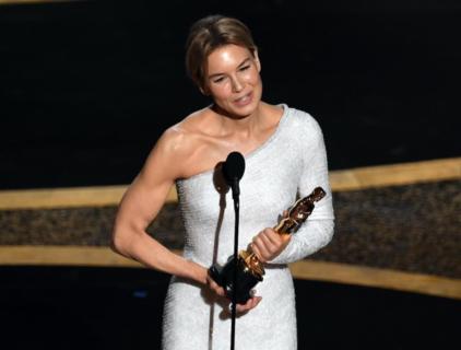 Quelle scritte sull'abito di Natalie Portman e gli Oscar in 10 immagini