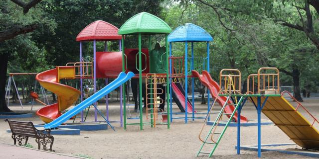 Fase 2: riaprono i parchi ma non le aree gioco. Cosa possono fare i bambini