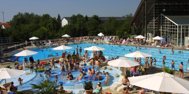 L'acqua della piscina è pericolosa? Coronavirus e vacanze: domande e risposte