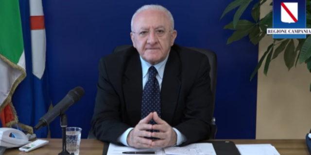 """Campania, pensioni minime portate a 1000 euro, De Luca: """"Giornata storica"""""""