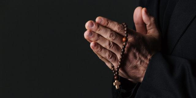 """""""L'aborto è più grave della pedofilia"""". Chiesa: opere e omissioni sulla pedofilia"""