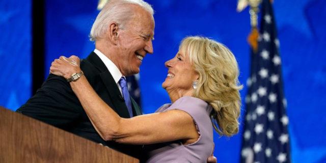 """Chi è Jill Biden, la """"professoressa Flotus"""" e la prima first lady con un lavoro full time"""
