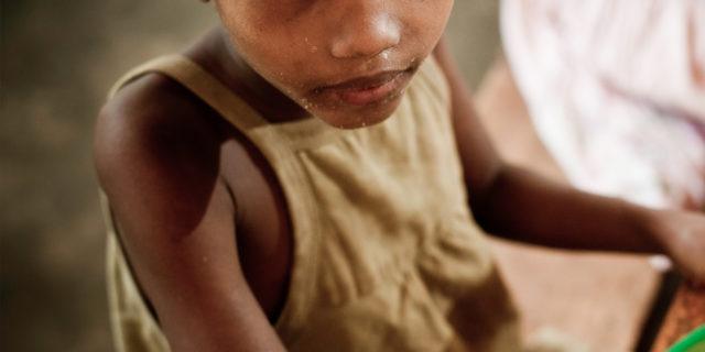 I bambini che muoiono di fame non piangono