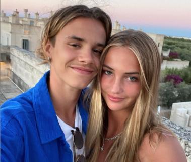 È diventato grande anche Romeo Beckham: è innamorato e segue le orme di famiglia