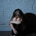 Morire a 10 anni con una cintura al collo: la noia e il dolore di bambini e adolescenti