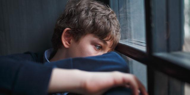 Perché stanno crescendo i suicidi di bambini e adolescenti