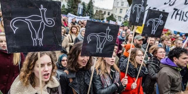 Polonia, è ufficiale: ora divieto d'aborto anche in caso di malformazioni del feto