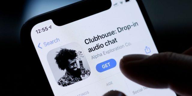 Clubhouse: come funziona il social solo audio cui si accede tramite invito