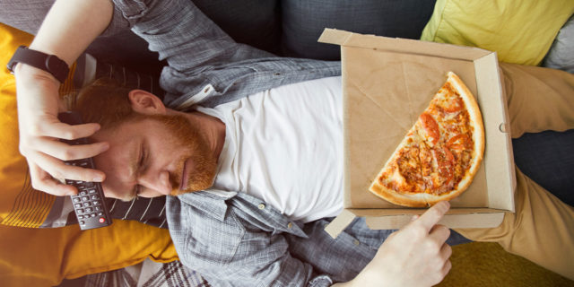 Cercasi Professional Binge Watcher, pagati per guardare Netflix e mangiare pizza