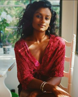 Simone Ashley, chi è la new entry della seconda stagione di Bridgerton