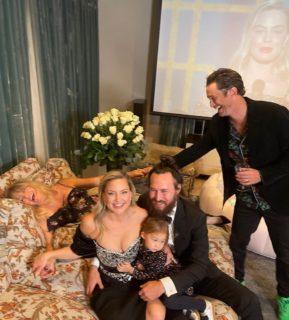 Jodie Foster a casa, in pigiama, con la moglie e il meglio dei Golden Globe 2021