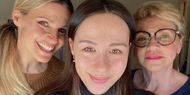 I capelli bianchi (e l'ironia) di Aurora Ramazzotti in tre scatti