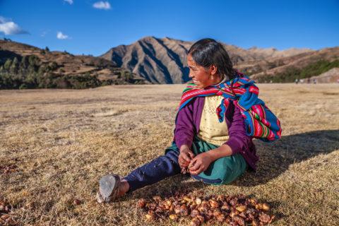 L'orrore delle sterilizzazioni forzate delle 350.000 donne indigene in Perù