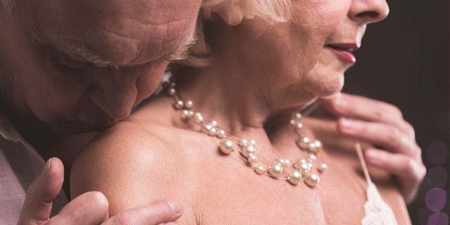 Le fotografie che abbattono il tabù del sesso over 70