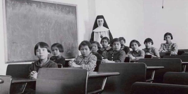 Scoperti i corpi di 215 bambini: l'orrore delle scuole per indigeni canadesi